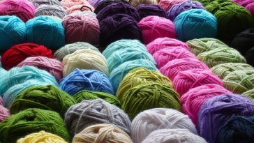 Many colors of yarn